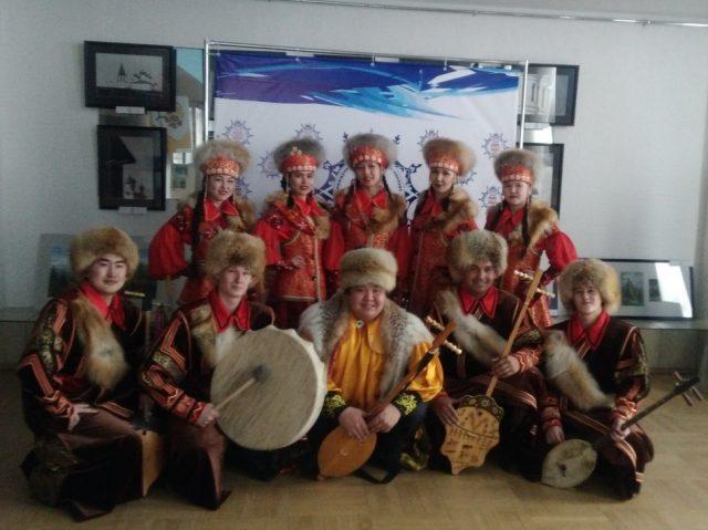 Хакасский народный ансамбль песни и танца «Жарки»