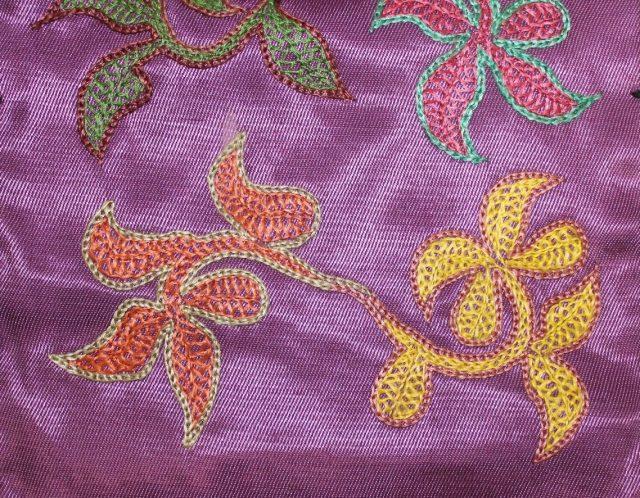 Фрагмент вышивки женского кисета хапчых (шов сӧзiрткен, туюх ӧрбе)