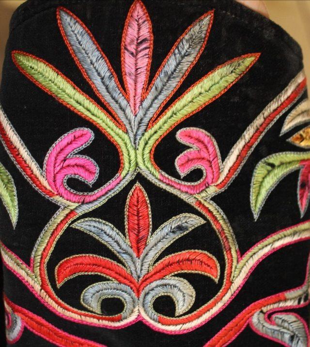 Фрагмент вышивки манжета женского сикпен (швы сӧзiрткен, толдырып, номаан чiк)