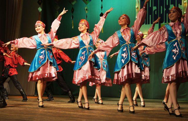 Образцовая танцевальная студия «Ынархас» («Дружба»)